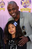 LOS ANGELES - NOV 10:  Wayne Brady, daughter arrives at the