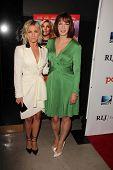 LOS ANGELES - 6 de AUG: Julianne Hough, Diablo Cody llega en el estreno de DirecTV de