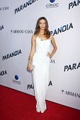 LOS ANGELES - 8 de AUG: Angela Sarafyan chega ao