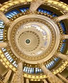 the inside of the state capitol in boise idaho