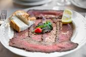 picture of chateaubriand  - Well roast beef thinly sliced - JPG