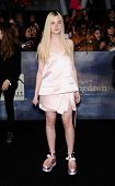 LOS ANGELES - NOV 11:  Elle Fanning arrives to the