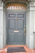 Blau und grau Tür