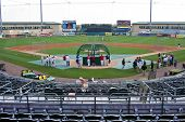 JUPITER, FLORIDA - 25 de marzo: La vista del campo en el Roger Dean Stadium durante un primavera entrenamiento ga