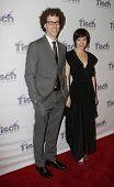 NEW YORK - Dezember 6: Schauspieler Noah Weisberg und Krysta Rodriguez die Gesicht von Tisch-Gala im besuchen die