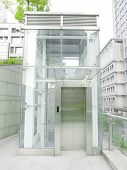 Outdoor transparent elevator