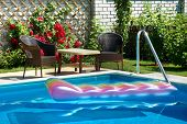 Pool With Inflatable Mattress