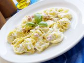 Pasta Tortellini And Ham Cream
