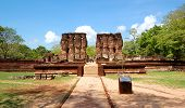 pic of polonnaruwa  - The Polonnaruwa ruins  - JPG