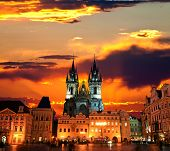 The Old Town Square en la ciudad de Praga