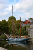 foto of mast  - Two masted sailing ship in Charlestown Harbour - JPG