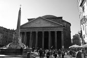 Pantheon Tourists