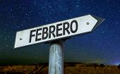 February (in Spanish) sign with a beautiful night background