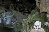 picture of mortuary  - Tana Toraja  - JPG