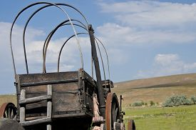 picture of wagon  - Covered Wagon Facing the Long Road Ahead - JPG