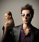 moda joven pareja