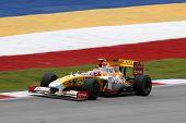 SEPANG, Malásia - 3 de abril: Nelson Piquet práticas ING Renault malaias de Petronas de F1 de 2009