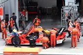 SEPANG, Malásia - 21 de junho: O Arta Garaiya (43) no pit-stop durante o Super GT internacional Seri
