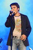 Luis Fonsi en el escenario