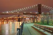 Park in New York in der Nähe Brooklyn bridge