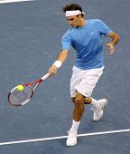 FLUSHING, NY - SEPTEMBER 10: Roger Federer serves to Andy Roddick during the US Open at the USTA Nat