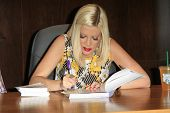 LOS ANGELES - APR 17:  Tori Spelling at a signing for her book