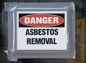 Remoção de amianto de perigo