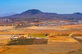 vista aérea La Oliva ciudad y volcán de La Arena Fuerteventura, Islas Canarias, España