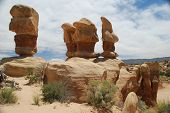 Balanced Sandstone Formations