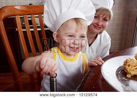 Постер, плакат: Маленькие повара: фрукты и детское питание, холст на подрамнике