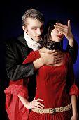 Постер, плакат: Портрет красивая пара в средневековых костюмах с вампира стиль макияжа Снят в студии