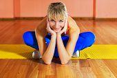 Trainer Fitness relajante después del ejercicio