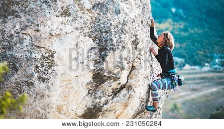 poster of The Girl Climbs The Rock.