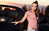 beautiful Woman on schwarz cabriolet