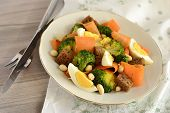 Salad with broccoli carrots egg and rye croutons