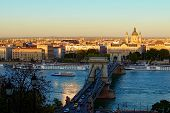 Panoramic Autumn View Of Budapest. Ancient Chain Bridge Over Danube River. Sunset In The City. Medie poster
