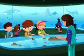 Kids On Field Trip To Aquarium
