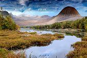 fantastische Landschaft mit See und Berge