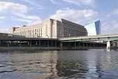 Edifício vista do Rio Schuylkill
