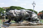 a statue of a majestic and ferocious black panther