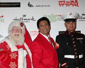 LOS ANGELES - 27 de NOV: Erik Estrada chega a 2011 desfile de Natal de Hollywood em Hollywood Boul