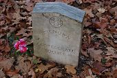 picture of natchez  - Natchez Trace unknown solider gravestone for confederate soldiers - JPG