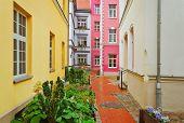 Rua estreita de Riga