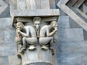 Pisa - detalles arquitectónicos de la torre inclinada