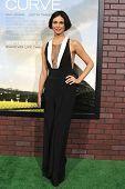 LOS ANGELES - SEP 19: Morena Baccarin en el estreno de 'Problemas con la curva' el 19 de septiembre, 2