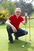 Homem sênior de golfe