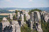 Постер, плакат: Панорамный вид на скалы из песчаника в Чешский рай Чешская Республика