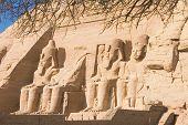 Estátuas de pedra do Templo de Abu Simbel
