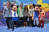 L-R Thomas Jane, David Arquette, Courtney Cox, Lisa Kudrow and Patricia Arquette at the Opening of Disneyland's