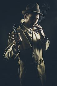 foto of revolver  - Film noir - JPG